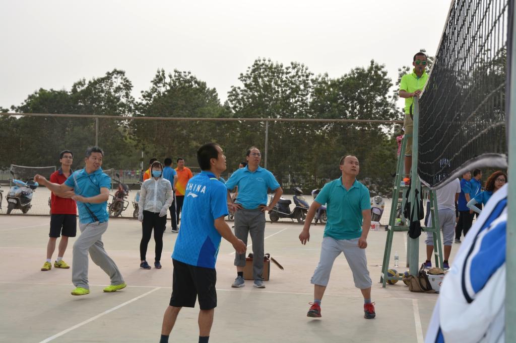 塔里木大学排球赛正式拉开帷幕,经管院男排在第一场比赛中险胜